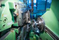 A semi-automatic gear-cutting machine 5S276P