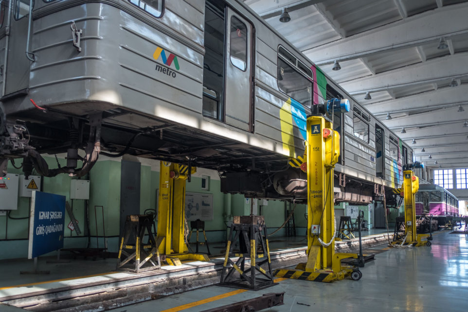Lifting jacks in the Baku Metro Depot