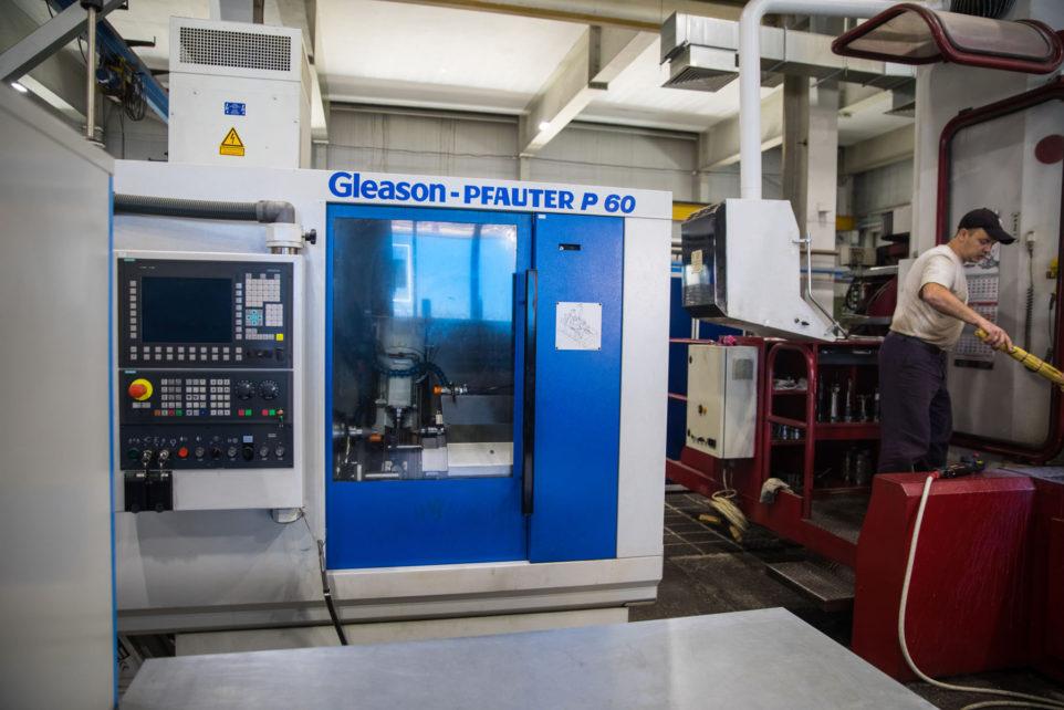 Gear hobbing machine Gleason-Pfauter P60