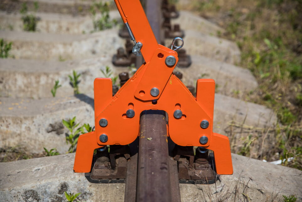 Rail Lifting Device